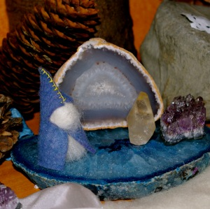 waldrof-winter-nature-table-crystal-gnome
