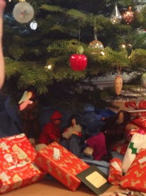 nativity-under-tree